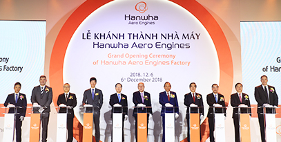 Hanwha Group Chairman Seung Youn Kim and other VIPs officiating the completion of Hanwha Aerospace's Vietnam manufacturing plant